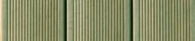 Bild på grönimpregnerad spårad bryggtrall
